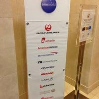Photo taken at Japan Airlines Sakura Lounge by Henri D. on 12/24/2012
