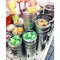 Photo taken at De Tai Tong Cafe (大東酒樓) by VotreX T. on 10/28/2013