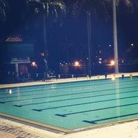 Foto tirada no(a) Clementi Swimming Complex por Dawne L. em 3/5/2013