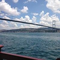 Foto tirada no(a) Ortaköy Sahili por Selda em 6/9/2013