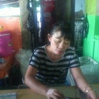Photo taken at Ayam Goreng Tulang Lunak Bengawan by Nugroho A. on 11/11/2012