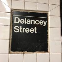Das Foto wurde bei MTA Subway - Delancey St/Essex St (F/J/M/Z) von Pratik G. am 4/26/2017 aufgenommen
