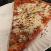 Foto tomada en Joe's Pizza por Pratik G. el 4/27/2018