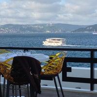 Foto tirada no(a) Kaşıbeyaz Bosphorus por Daron Y. em 9/30/2012