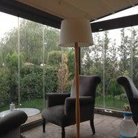 10/4/2012 tarihinde ÖzGüR ⚓ D.ziyaretçi tarafından Âlâ Cafe & Bistro'de çekilen fotoğraf