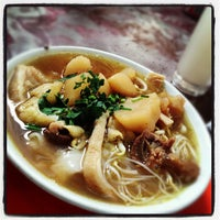 Photo taken at Yut Kee Restaurant by Kenneth L. on 9/29/2012