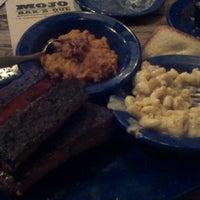 Photo taken at MOJO Bar B Que, A Southern Blues Kitchen by bigmiggz on 3/25/2013