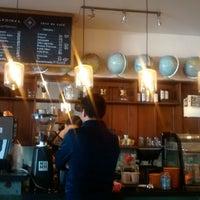Foto tomada en Cardinal. Casa de Café. por Jessica T. el 12/19/2014
