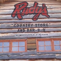 Foto tirada no(a) Rudy's Country Store & Bar-B-Q por John M. em 12/22/2012