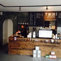 4/30/2014 tarihinde Erolziyaretçi tarafından Twins Coffee Roasters'de çekilen fotoğraf