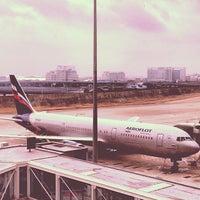 Photo taken at Gate D60 by Kostik on 1/8/2014