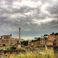 รูปภาพถ่ายที่ จัตุรัสโรมัน โดย Mauricio C. เมื่อ 5/28/2013