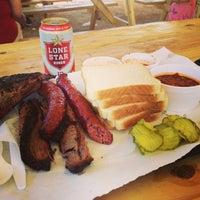 รูปภาพถ่ายที่ John Mueller Meat Company โดย Linda เมื่อ 3/16/2013