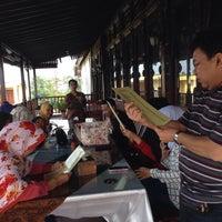 Photo taken at Waroeng Djoglo by Rahmat W. on 5/1/2016