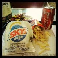 Foto tirada no(a) Sky's Burger por Camila G. em 10/22/2012