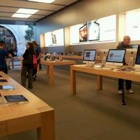 Photo taken at Apple King Street by Alessandra Eufrazio F. on 1/18/2013