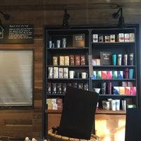 Photo taken at Starbucks by Rosa R. on 7/4/2017