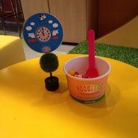 Foto tomada en Yooglers Frozen Yogurt por Pema el 7/5/2013