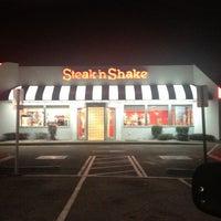 Photo taken at Steak 'n Shake by NYC Sidewalker on 1/13/2013