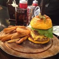 Photo prise au Rock Me Burger & Bar par Ingeborg V. le2/20/2015