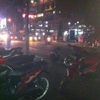 Photo taken at Sate Madura Asli cak Didin ST by dani d. on 8/9/2012