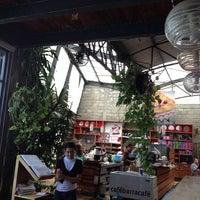 Foto tomada en Café Barra Café por Greg G. el 9/30/2012