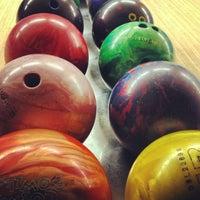 1/22/2013 tarihinde Elena T.ziyaretçi tarafından Planet Bowling'de çekilen fotoğraf