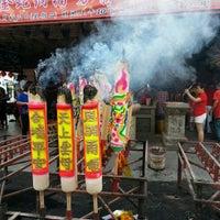Photo taken at Tokong Tien How (Persatuan Lim Sz Chong Su) by LSK on 2/11/2013