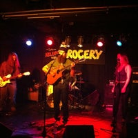 Photo prise au Arlene's Grocery par Bob v. le9/22/2012