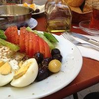 4/30/2013 tarihinde Fatih O.ziyaretçi tarafından Çakmak Kahvaltı Salonu'de çekilen fotoğraf