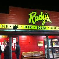 Photo prise au Rudy's Country Store & Bar-B-Q par FERNANDO le11/18/2012