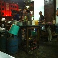 Photo taken at Mie Pasar Baru Jakarta by Rudy K. on 1/7/2013