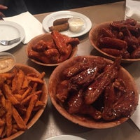 Photo taken at Duff's Famous Wings by E on 4/24/2016