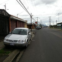 Photo taken at Parada de buses periférica by Oscar N. on 6/15/2013