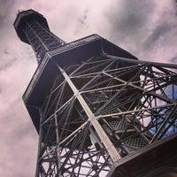 8/6/2013 tarihinde Adelle L.ziyaretçi tarafından Petřínská rozhledna | Petřín Lookout Tower'de çekilen fotoğraf