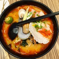 Photo taken at Ramen-Ten   Shin Tokyo Sushi™ by Sofihuang on 1/28/2015