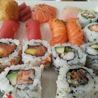 Foto tirada no(a) Sushi Pearl por Pedro M. em 7/3/2013