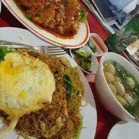 Photo taken at Bakmi Ayam & Chinese Food AKAI by Christine P. on 12/26/2015