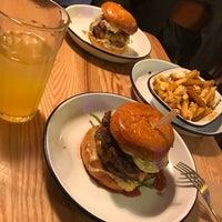 Das Foto wurde bei Otto's Burger von Chris Kato am 7/22/2017 aufgenommen