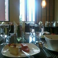 Photo taken at Gallery Brasserie - Redtop Hotel by elramdhani p. on 3/19/2013