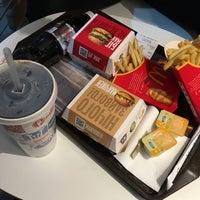 Снимок сделан в McDonald's пользователем MSsunar 2/11/2016