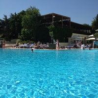 5/26/2013 tarihinde Gönül Gziyaretçi tarafından Swissôtel Swimming Pool'de çekilen fotoğraf