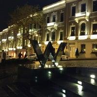 รูปภาพถ่ายที่ W Lounge โดย Gönül G เมื่อ 11/7/2012