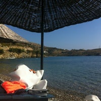 Photo taken at Yeşim Beach & Restaurant by Ünsal on 10/26/2012
