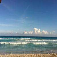 Foto tomada en Playa Chac Mool por Nidia el 1/2/2013
