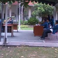 Photo taken at Fakultas Kedokteran Gigi by Qiqi' S. on 11/28/2012