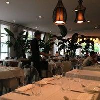 Foto scattata a Yuca Restaurant da Sarah T. il 6/18/2013