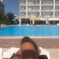 Das Foto wurde bei Pelikan Otel von Kızıl C. am 9/4/2017 aufgenommen