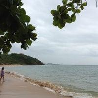 Foto tirada no(a) Praia da Tartaruga por Gloria em 1/11/2013
