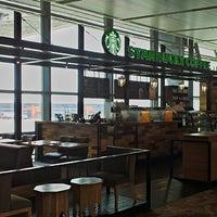 Foto tirada no(a) Starbucks Coffee por Setu P. em 4/15/2013